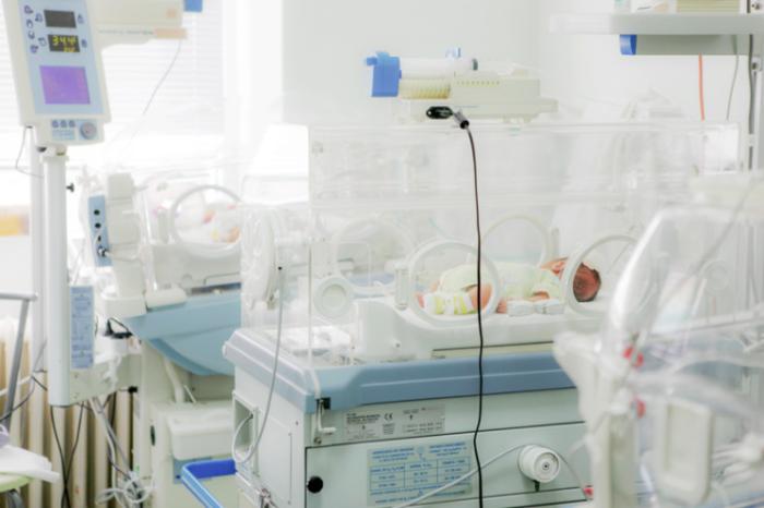 Couveuse echange de bebe a la naissance hopital